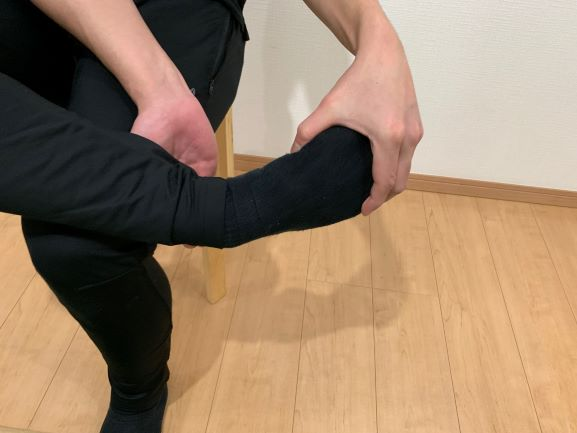 アキレス腱のセルフリリースの足部内転時の写真