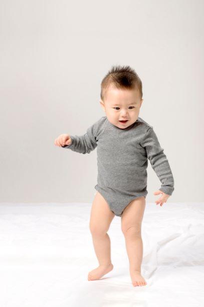 歩きはじめの赤ちゃん
